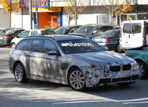 BMW Serie 5 Touring foto spia del facelift