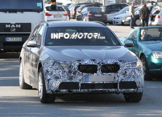 BMW Serie 5 Touring foto spia del facelift - Foto 9 di 14