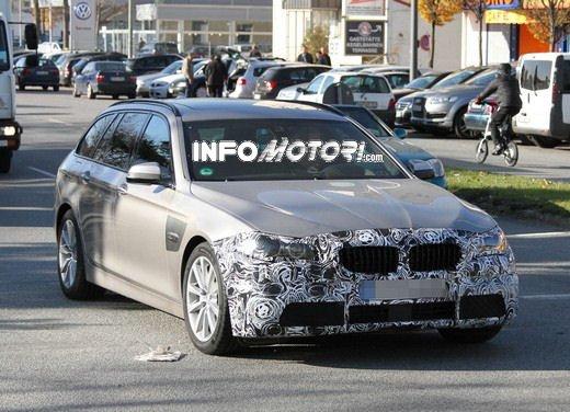 BMW Serie 5 Touring foto spia del facelift - Foto 10 di 14