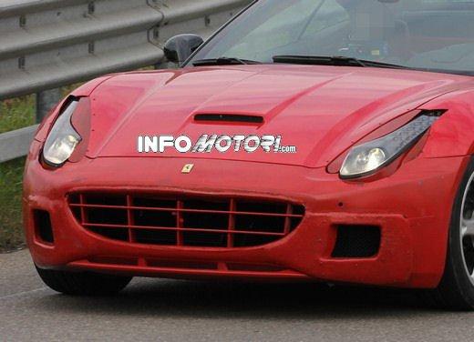 Ferrari California foto spia di un muletto molto particolare - Foto 2 di 4
