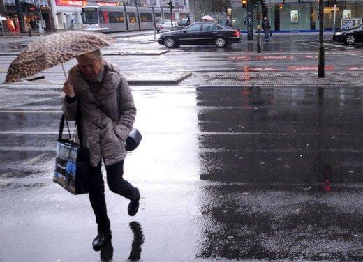 Guidare sulla neve in città, consigli utili sulle strade senza obbligo di catene da neve o di pneumatici invernali - Foto 1 di 15