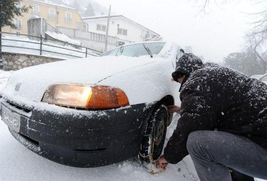 Guidare sulla neve in città, consigli utili sulle strade senza obbligo di catene da neve o di pneumatici invernali - Foto 13 di 15