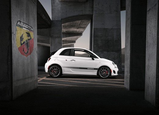 Spot Fiat 500C Abarth in USA con Charlie Sheen