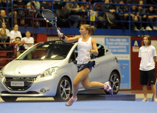 Peugeot 208 consegnata alle campionesse di tennis Sara Errani e a Roberta Vinci da Peugeot italia