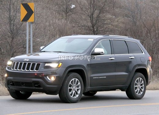Jeep Grand Cherokee foto spia del suv in versione definitiva