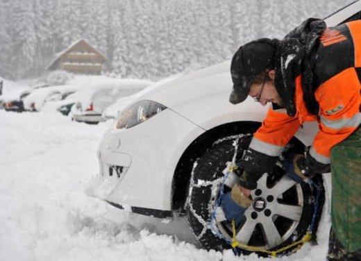 Obbligo gomme invernali o catene da neve 2012: tutte le informazioni utili per guidare sulla neve