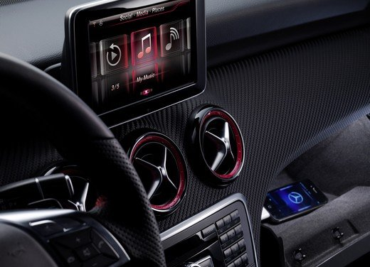 Mercedes-Benz porta Apple Siri sulle sue auto per connetterle all'Iphone
