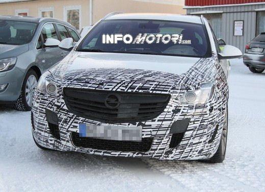 Foto spy della Nuova Opel Insignia Facelift - Foto 5 di 9