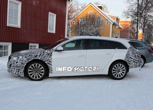 Foto spy della Nuova Opel Insignia Facelift - Foto 6 di 9