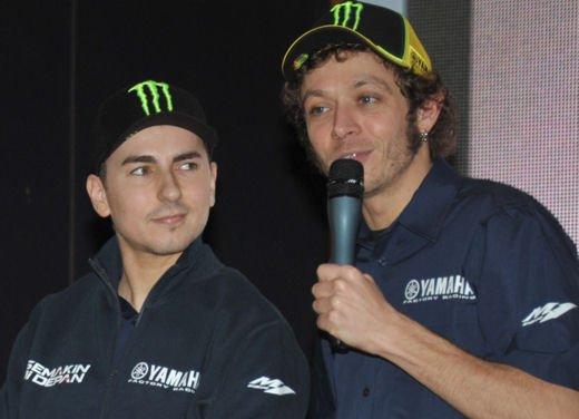 Valentino Rossi e Jorge Lorenzo in Indonesia per il nuovo logo del team Yamaha