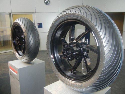 Superbike 2013: nuovo diametro e mescole per le gomme Pirelli 2013 - Foto 3 di 10