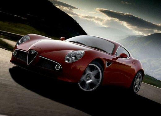 Alfa Romeo 8C, freni a mano e traversi sulla neve - Foto 7 di 10