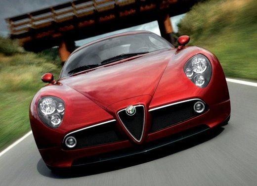 Alfa Romeo 8C, freni a mano e traversi sulla neve - Foto 8 di 10