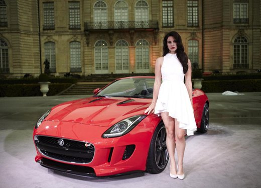 Jaguar F-Type nel video di Lana Del Rey Burning Desire