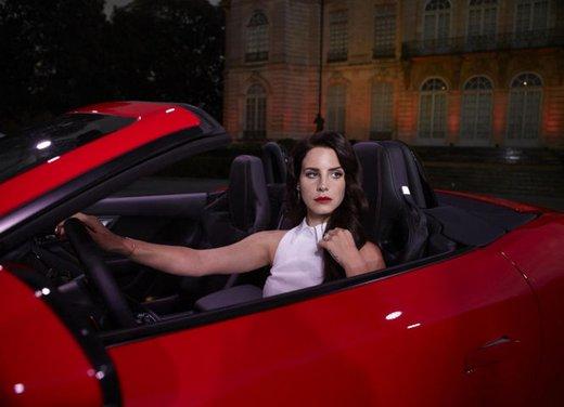 Jaguar F-Type nel video di Lana Del Rey Burning Desire - Foto 3 di 10