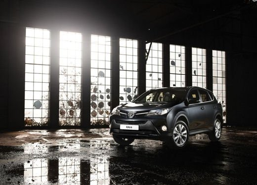 Toyota RAV4 offerta in sconto con 2.000 euro di risparmio - Foto 3 di 14