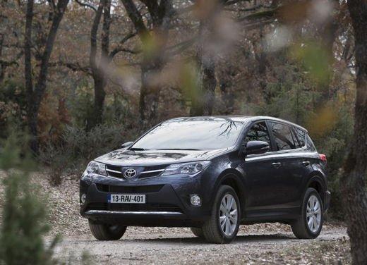 Toyota RAV4 offerta in sconto con 2.000 euro di risparmio - Foto 1 di 14