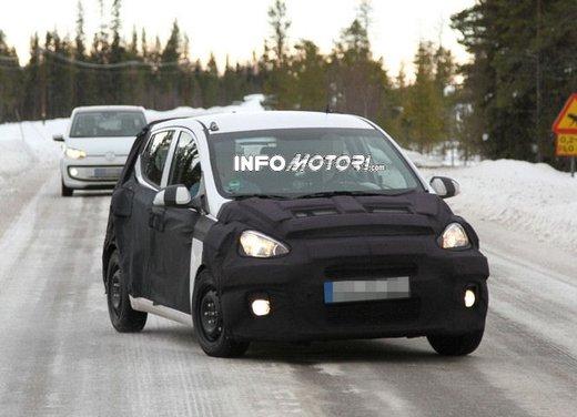 Hyundai i10 spiata in compagnia di una Volkswagen Up!