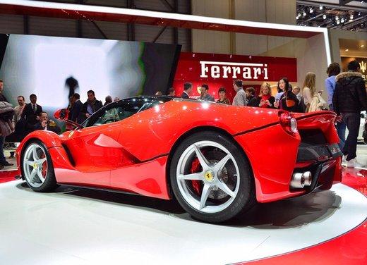 Una Ferrari LaFerrari trasformata in camper - Foto 7 di 31