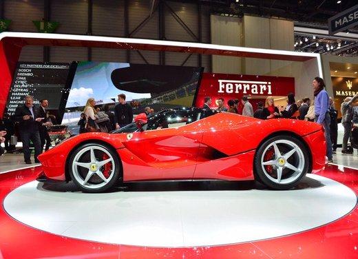 Una Ferrari LaFerrari trasformata in camper - Foto 8 di 31