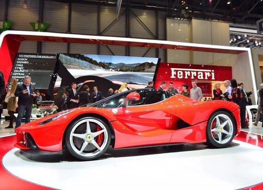 Una Ferrari LaFerrari trasformata in camper - Foto 9 di 31