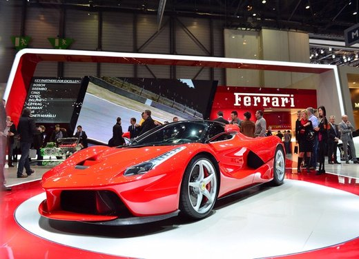 Una Ferrari LaFerrari trasformata in camper - Foto 11 di 31