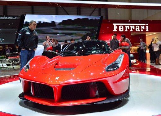 Una Ferrari LaFerrari trasformata in camper - Foto 16 di 31