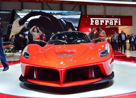 Una Ferrari LaFerrari trasformata in camper - Foto 17 di 31
