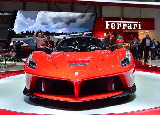Una Ferrari LaFerrari trasformata in camper - Foto 18 di 31