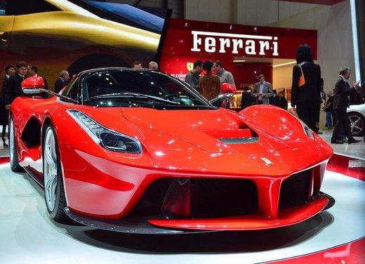 Una Ferrari LaFerrari trasformata in camper - Foto 20 di 31