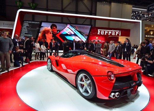 Una Ferrari LaFerrari trasformata in camper - Foto 23 di 31
