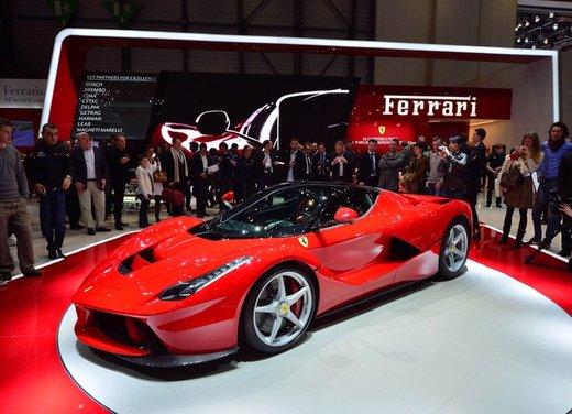 Una Ferrari LaFerrari trasformata in camper - Foto 26 di 31