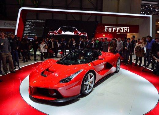 Una Ferrari LaFerrari trasformata in camper - Foto 27 di 31