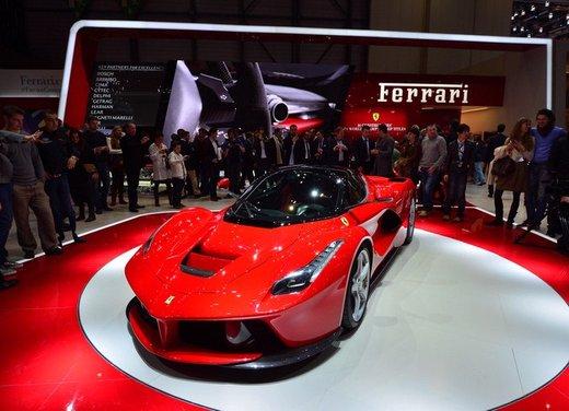 Una Ferrari LaFerrari trasformata in camper - Foto 29 di 31