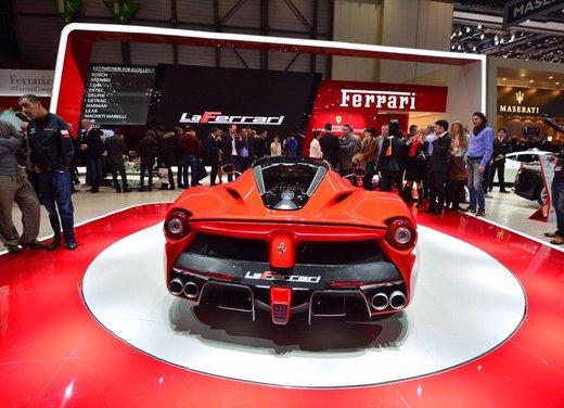 Una Ferrari LaFerrari trasformata in camper - Foto 4 di 31