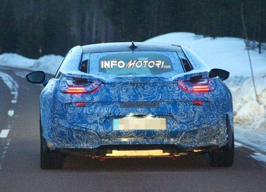 BMW i8, nuove foto spia della coupè ibrida plug-in - Foto 2 di 9
