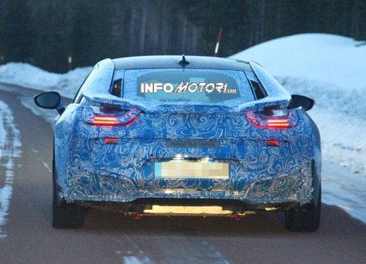 BMW i8, nuove foto spia della coupè ibrida plug-in - Foto 3 di 9