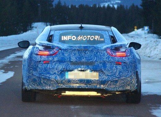BMW i8, nuove foto spia della coupè ibrida plug-in - Foto 4 di 9