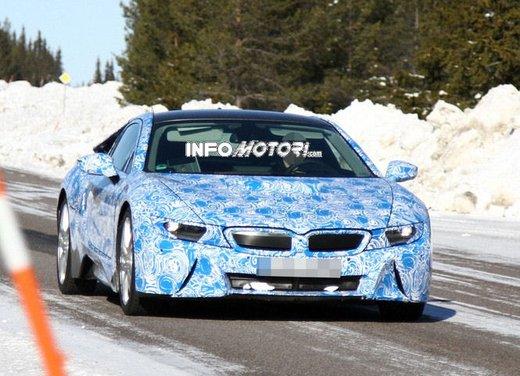 BMW i8, nuove foto spia della coupè ibrida plug-in - Foto 5 di 9