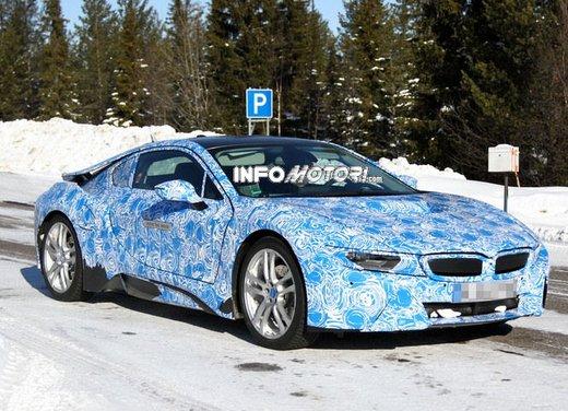 BMW i8, nuove foto spia della coupè ibrida plug-in - Foto 7 di 9