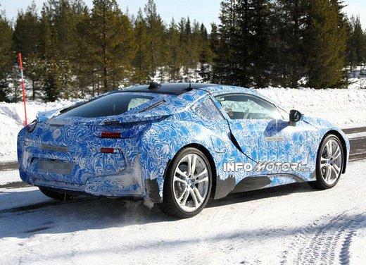 BMW i8, nuove foto spia della coupè ibrida plug-in - Foto 8 di 9