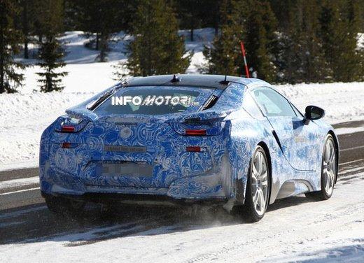 BMW i8, nuove foto spia della coupè ibrida plug-in - Foto 9 di 9