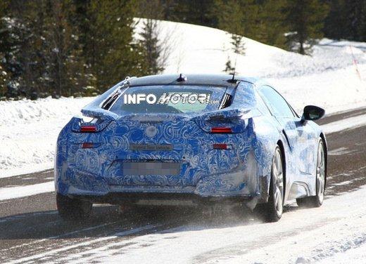 BMW i8, nuove foto spia della coupè ibrida plug-in - Foto 1 di 9