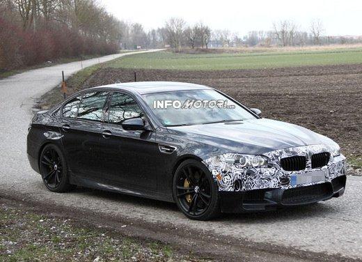 BMW M5 foto spia della BMW Serie 5 in versione sportiva