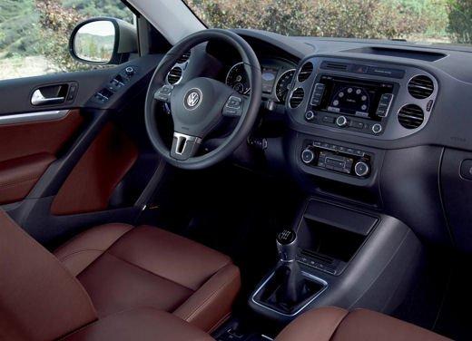 Volkswagen Tiguan in promozione con rate da 280 euro al mese - Foto 11 di 13
