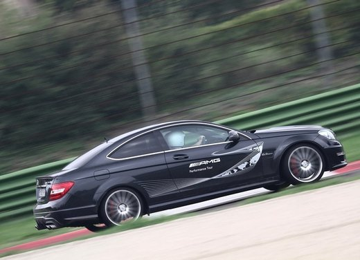 Mercedes AMG Driving Academy con le sportive Classe A 45 AMG,  E 63 AMG e Mercedes CLS 63 AMG - Foto 1 di 14