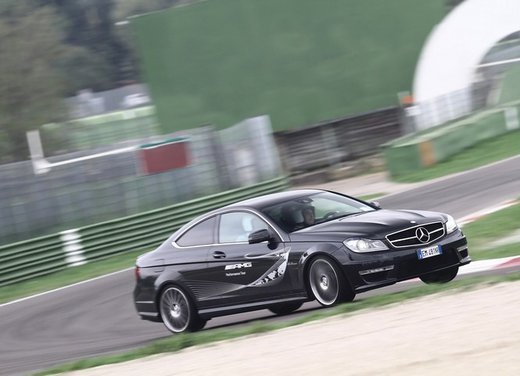 Mercedes AMG Driving Academy con le sportive Classe A 45 AMG,  E 63 AMG e Mercedes CLS 63 AMG - Foto 2 di 14