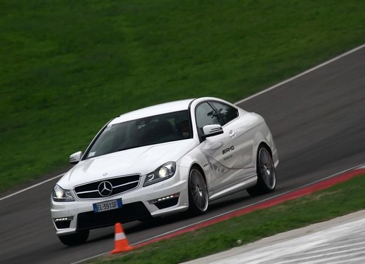 Mercedes AMG Driving Academy con le sportive Classe A 45 AMG,  E 63 AMG e Mercedes CLS 63 AMG