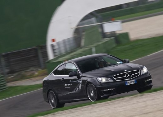 Mercedes AMG Driving Academy con le sportive Classe A 45 AMG,  E 63 AMG e Mercedes CLS 63 AMG - Foto 8 di 14