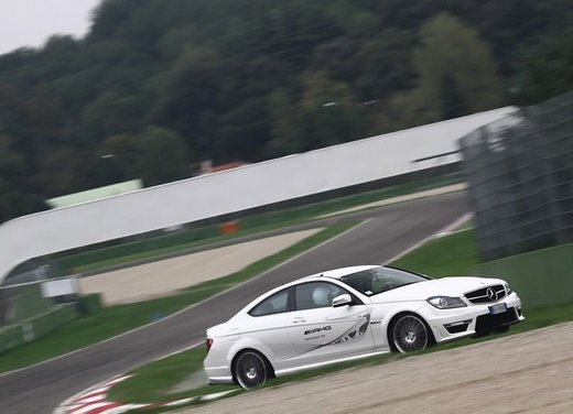 Mercedes AMG Driving Academy con le sportive Classe A 45 AMG,  E 63 AMG e Mercedes CLS 63 AMG - Foto 10 di 14